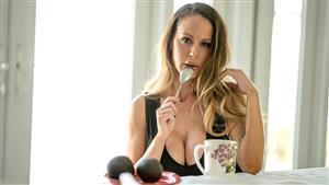 pervmom-19-12-10-mckenzie-lee-lick-it-like-a-lollipop.jpg