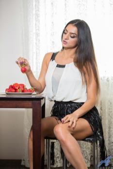 Tease - Karen - Anilos.com