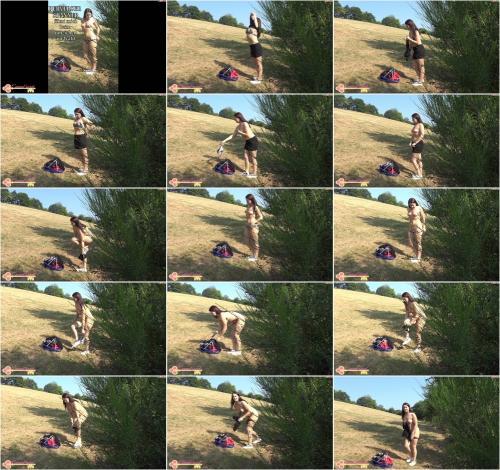 EmmaSecret - Perverser Spanner filmt mich beim umziehen im Wald [FullHD 1080P]