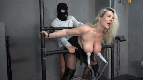 Milking and fucking a Milf – Sandy Bigboobs. 2019-03-29. Amateure-Xtreme.com (181 Mb)