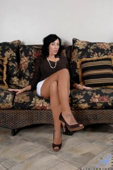Pantyhoes - Alia Janine - Anilos.com